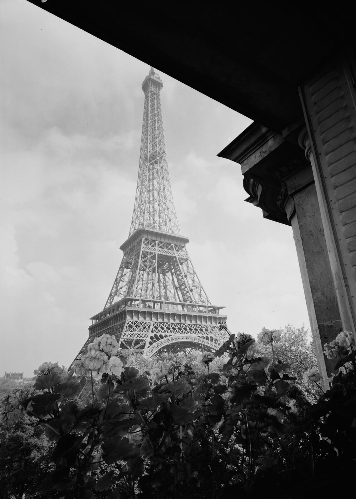 01. Эйфелева башня. Вид из окна Анни Дюко, актрисы знаменитого парижского театра «Comédie-Française»