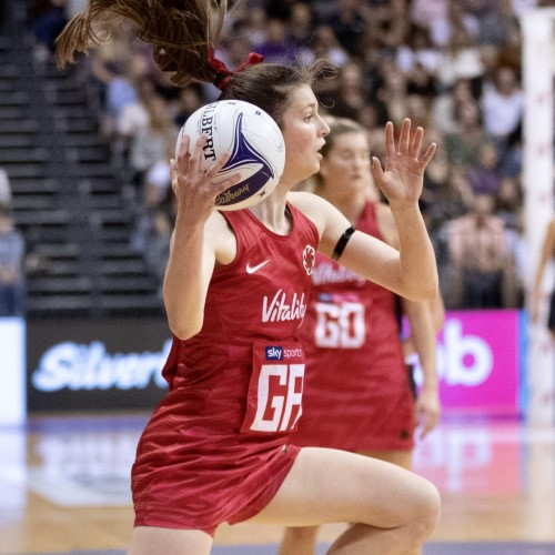 Sophie Drakeford-Lewis playing netball