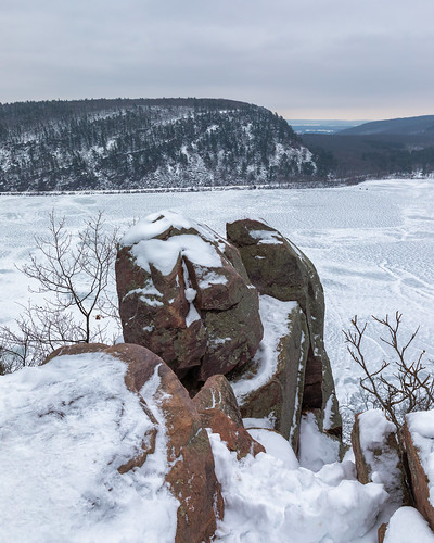 landscape nature snow devilslake wisconsin midwest vertical canoneos5dmarkiv canonef2470mmf28lusm outdoors outside rocks