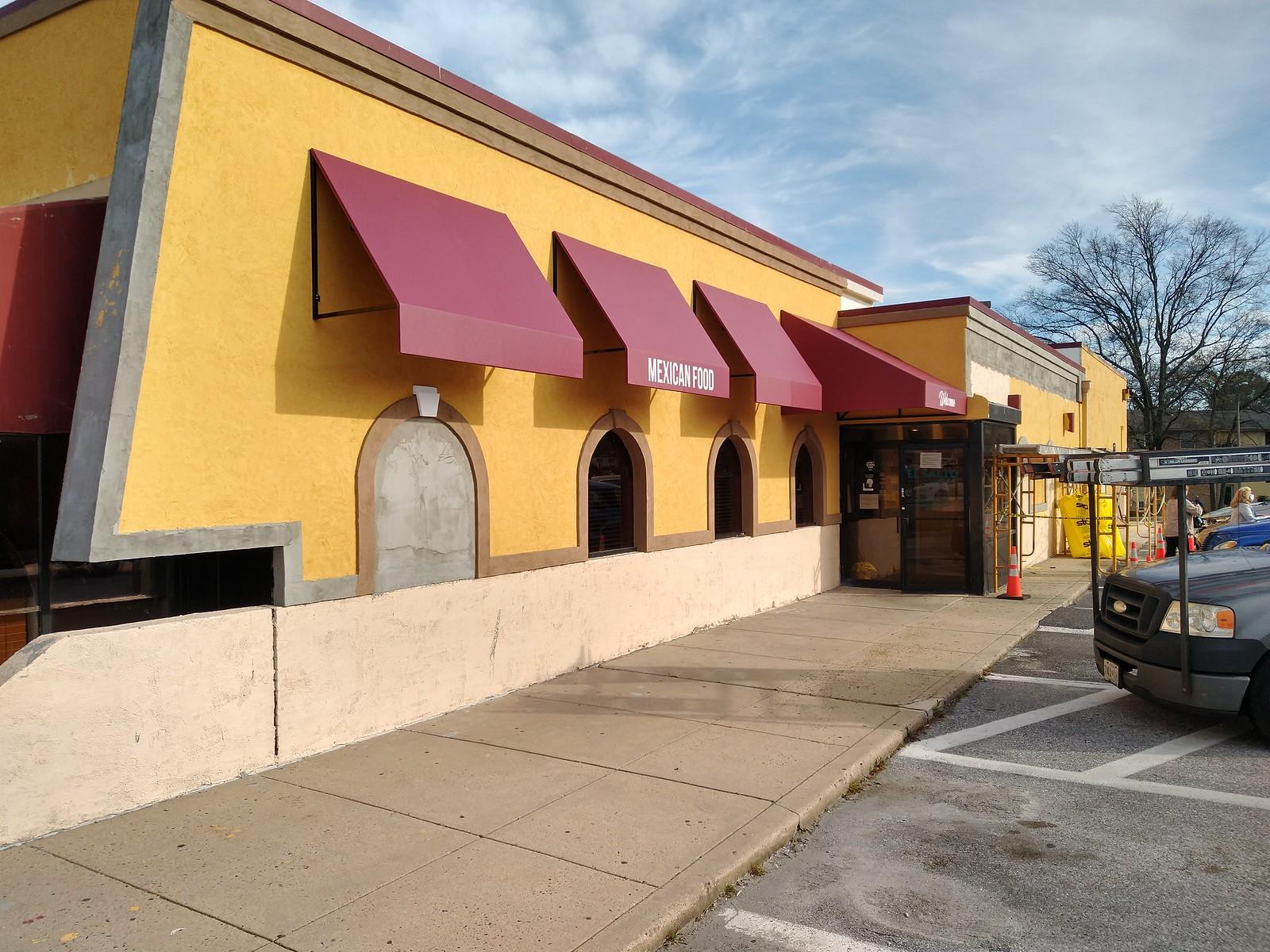Open-Awnings- Restaurant-Baltimore