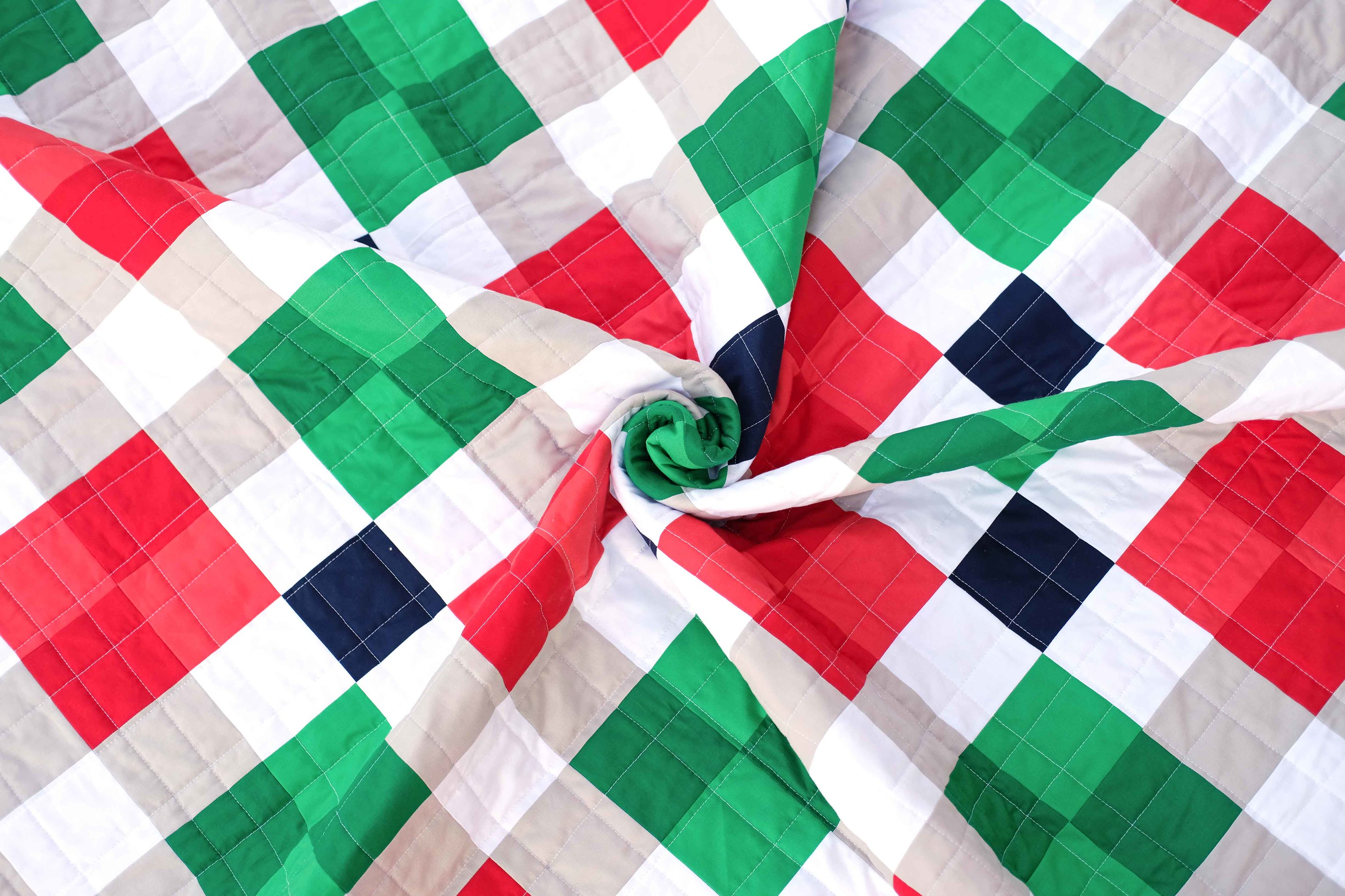 A Christmas Nancy Quilt - Kitchen Table Quilting
