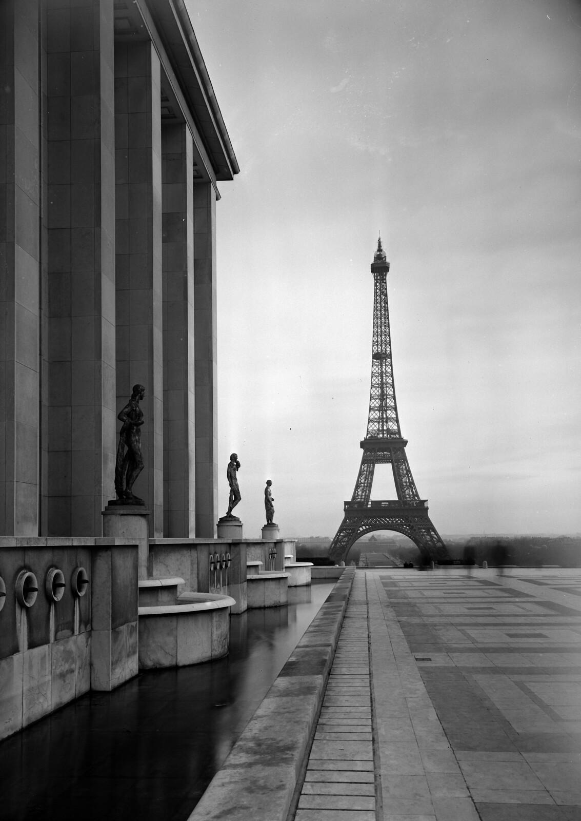 11. Вид на Эйфелеву башню из дворца Шайо
