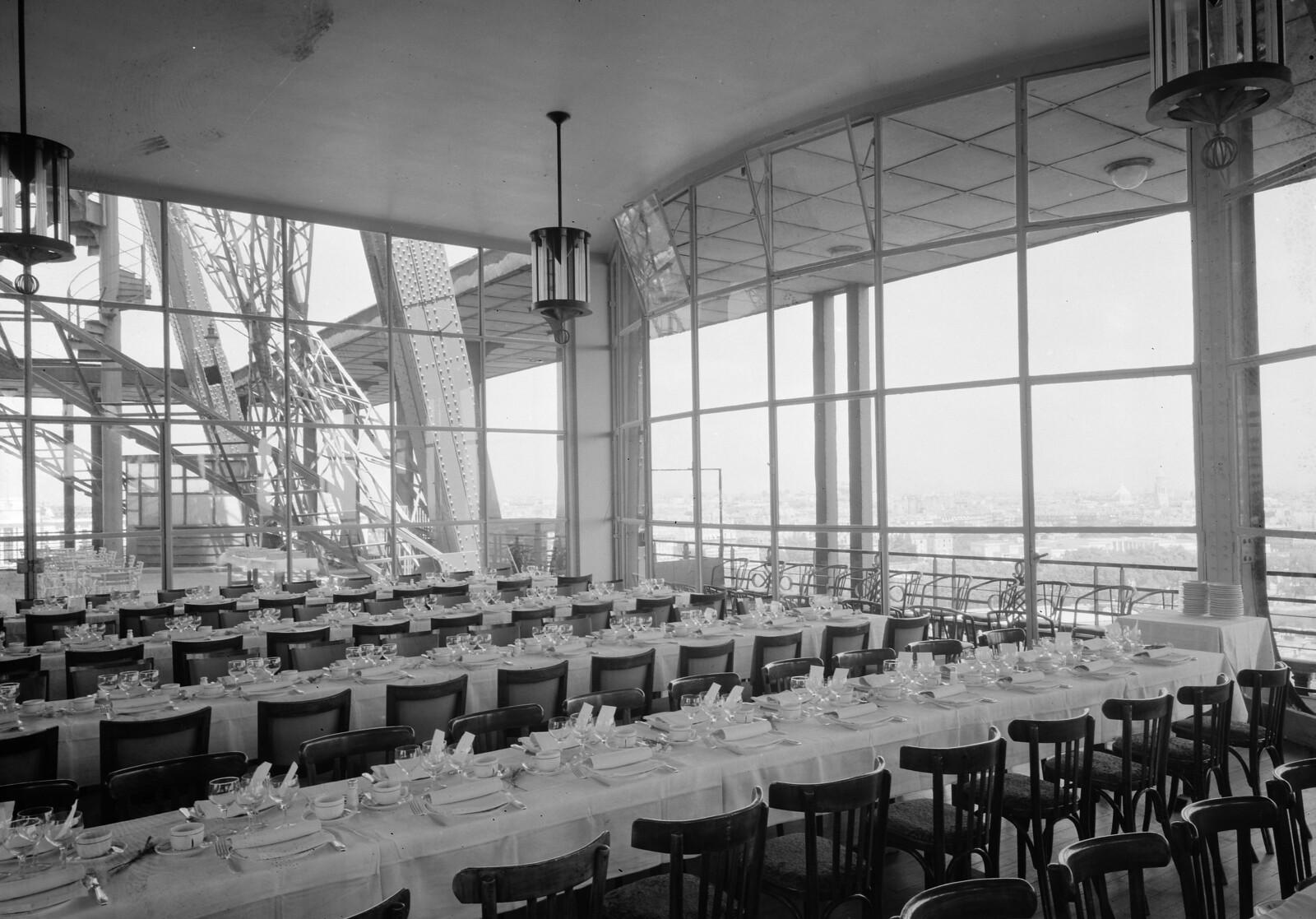 04. Эйфелева башня. Ресторанный зал на втором этаже. 7 округ