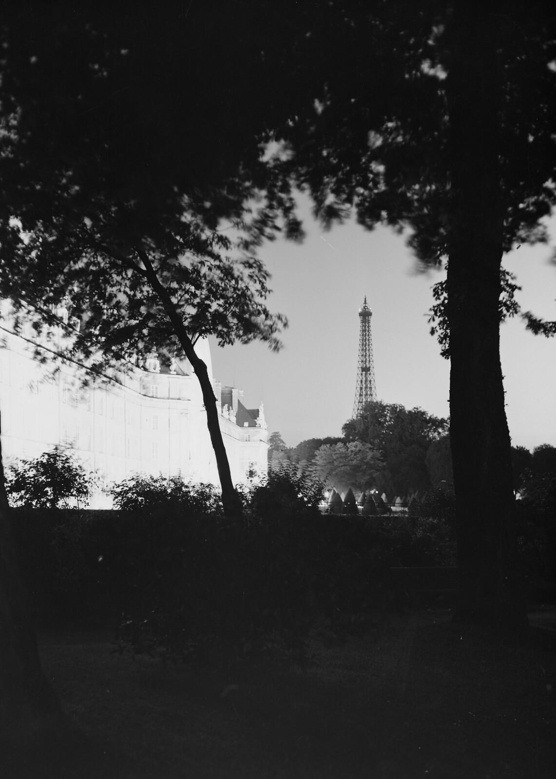 15. Эйфелева башня из садов Дома Инвалидов