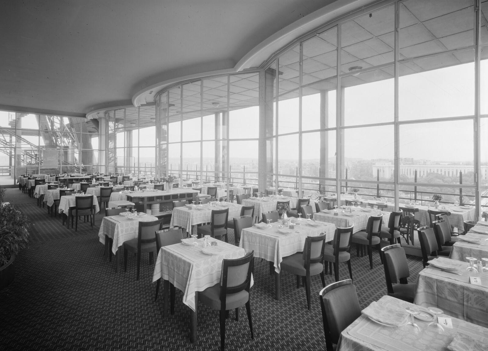 08. Эйфелева башня. Ресторанный зал на втором этаже. 7 округ