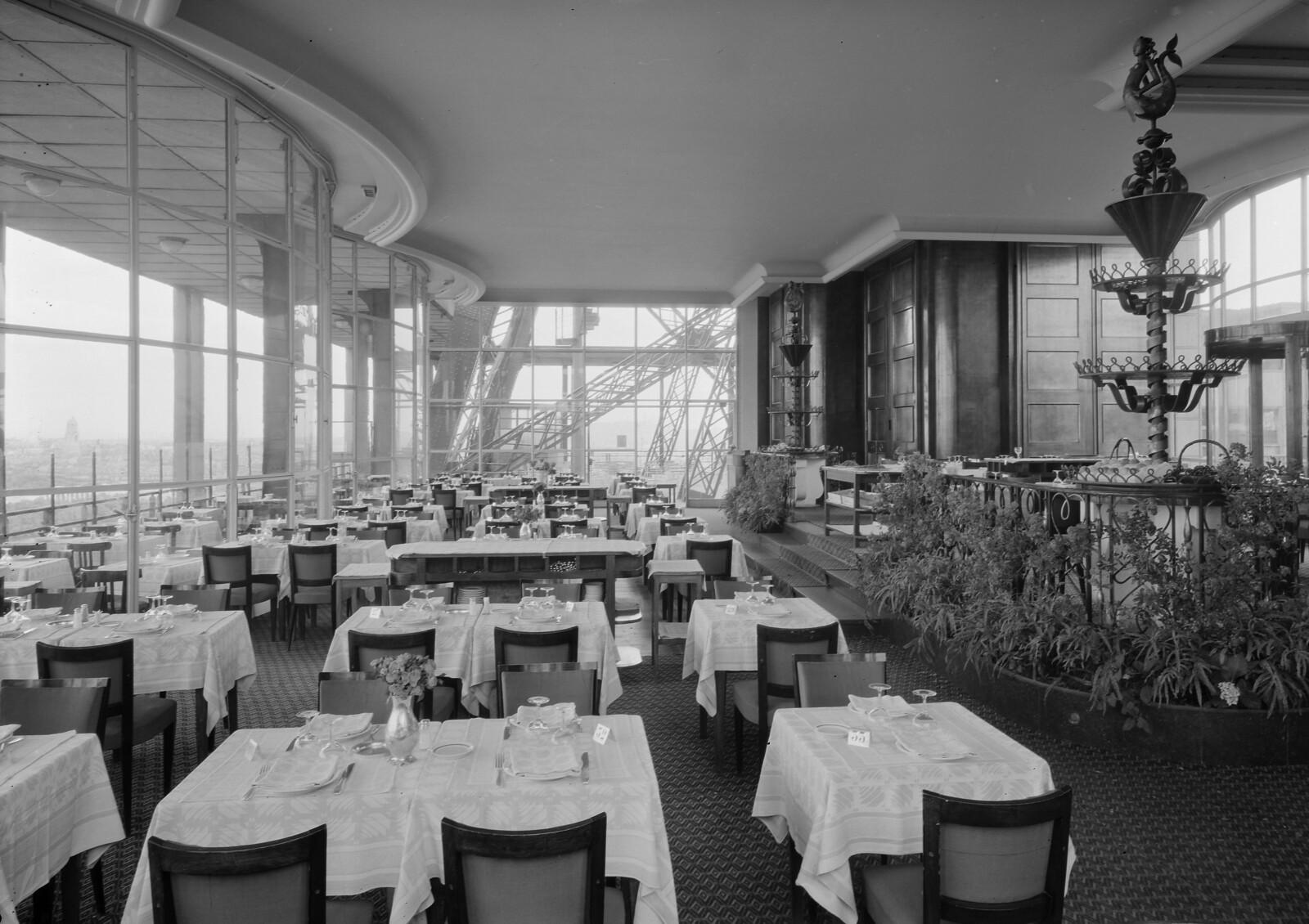 07. Эйфелева башня. Ресторанный зал на втором этаже. 7 округ
