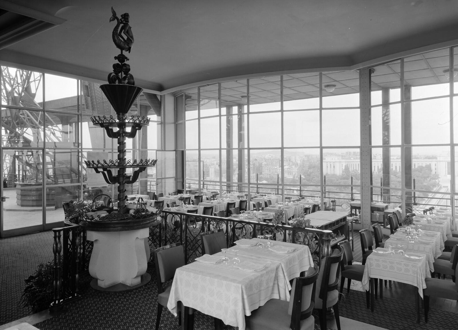 06. Эйфелева башня. Ресторанный зал на втором этаже. 7 округ