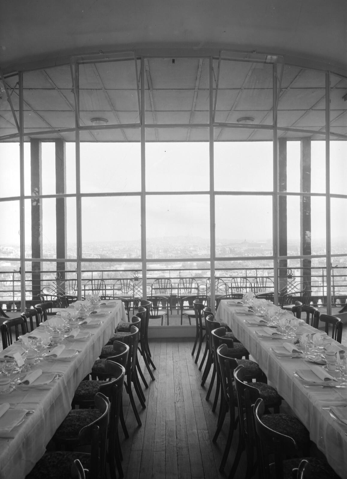 03. Эйфелева башня. Ресторанный зал на втором этаже. 7 округ