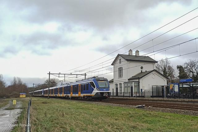 SNG 2723+3002+2752 door Station Arnemuiden, 19 januari 2021