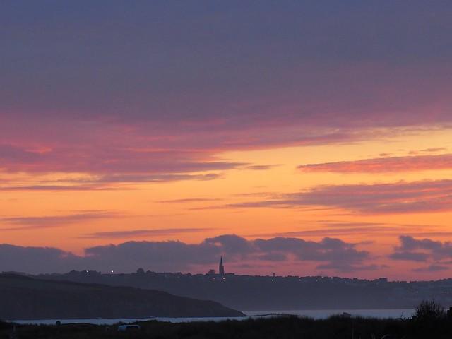 Le clocher et le coucher de soleil...the steeple and the sunset