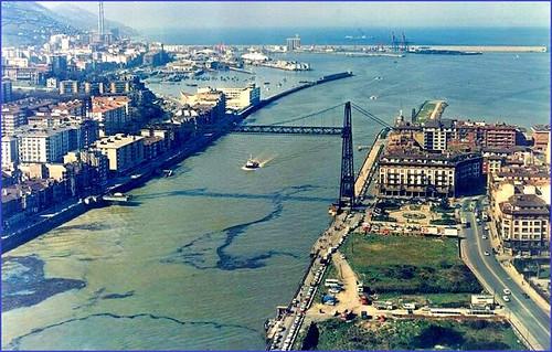 Puente Colgante y Muelle de hierro en la entrada del Abra, Puerto de Bilbao