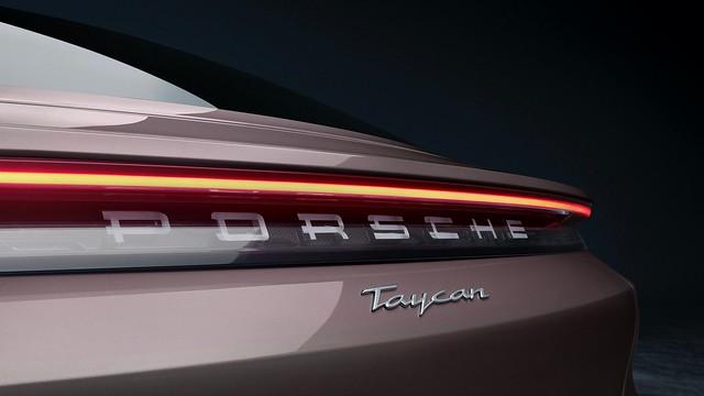2021-Porsche-Taycan-1