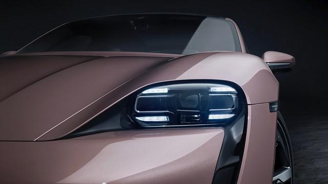 2021-Porsche-Taycan-8