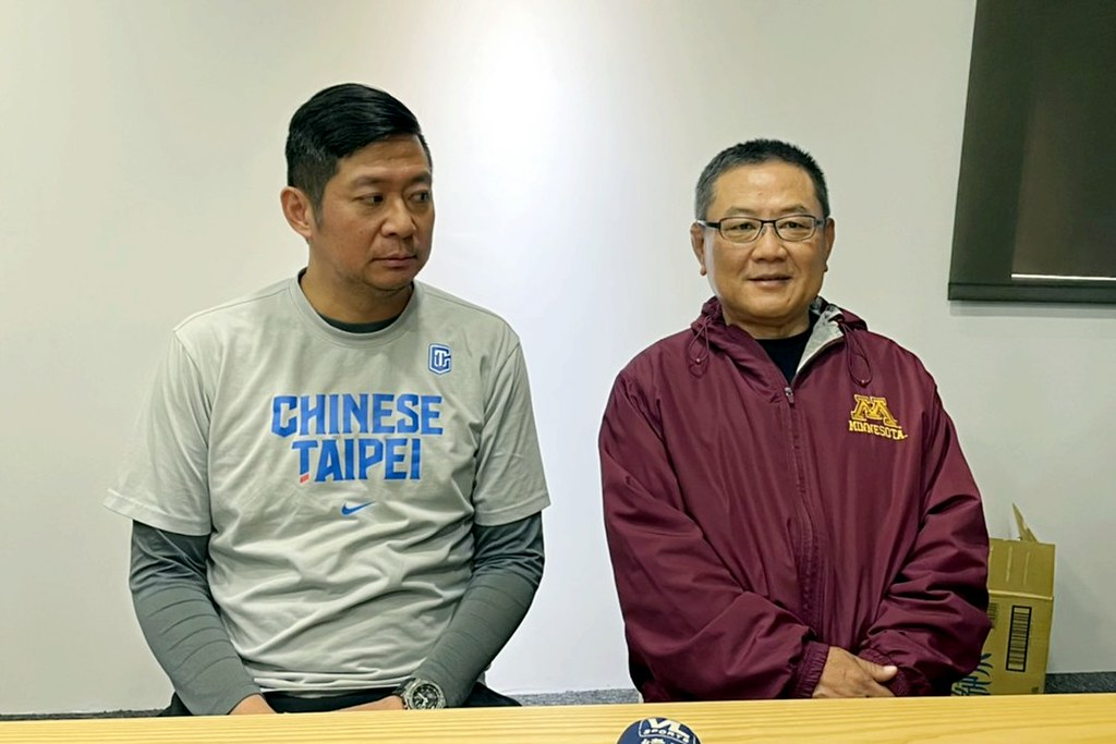 SBL球團委員會召集人沈會承(右)。(記者倪芝蓉攝)