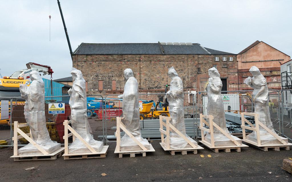 Citizens Theatre statues return to site