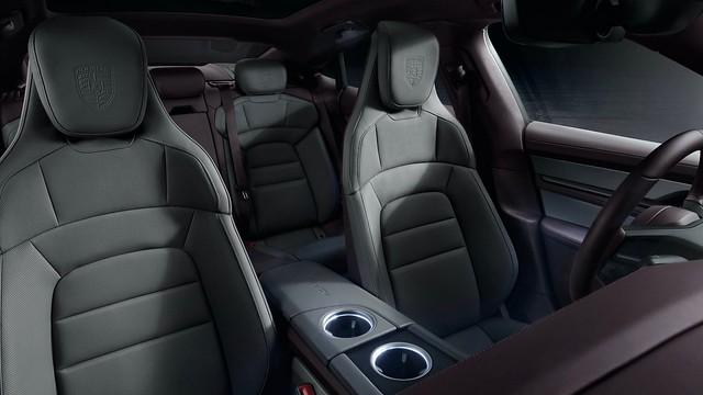 2021-Porsche-Taycan-10