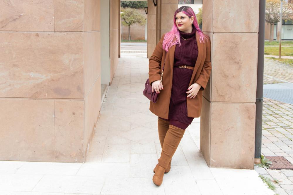 Outfit lavoro curvy plus size maglione stivali al ginocchio  (10)