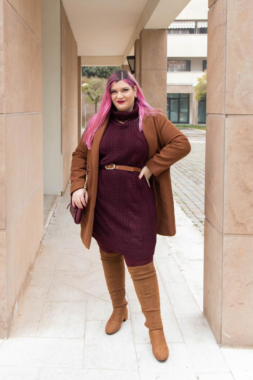 Outfit lavoro curvy plus size maglione stivali al ginocchio  (2)