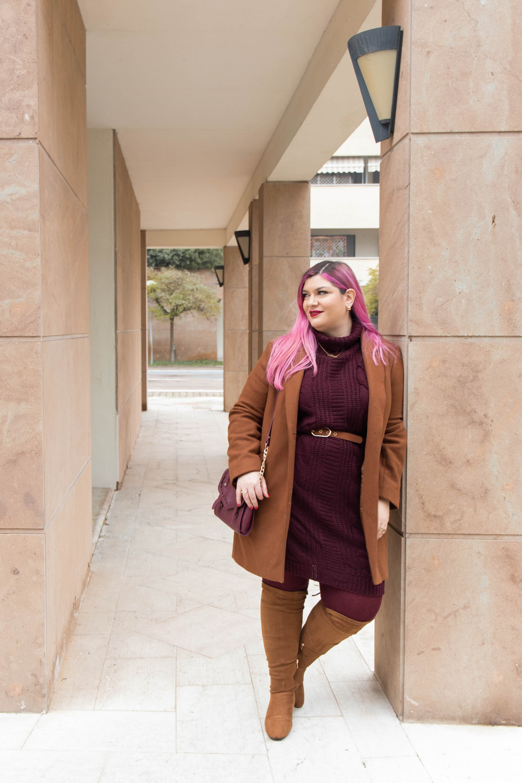 Outfit lavoro curvy plus size maglione stivali al ginocchio  (4)