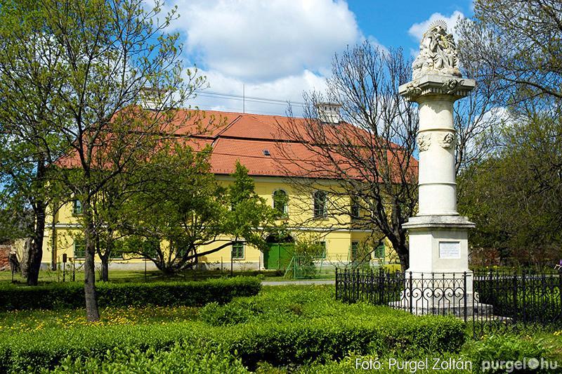 Kossuth tér, kőkereszt