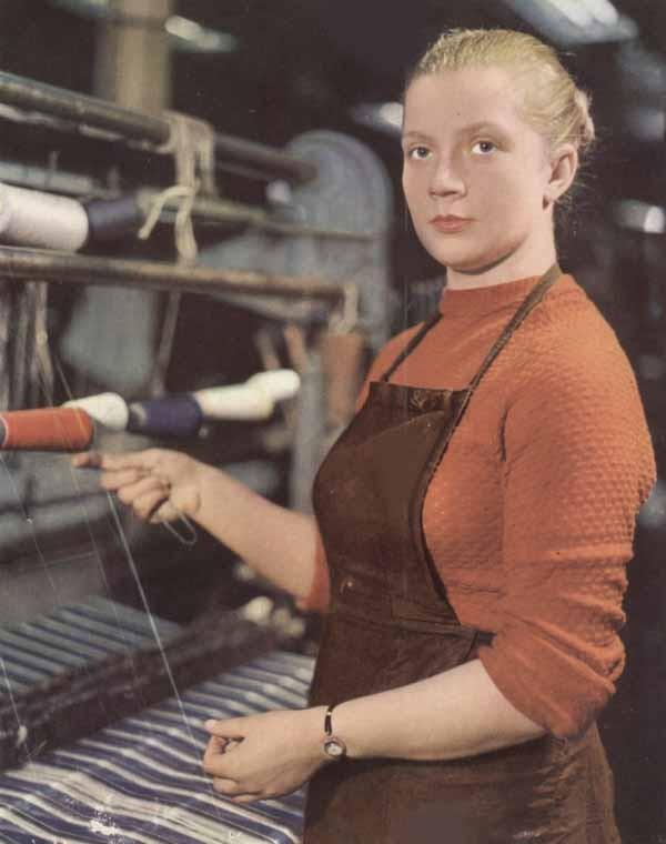 Из серии «Рабочая краса или как выглядели рабочие девушки в СССР». Часть 6 40