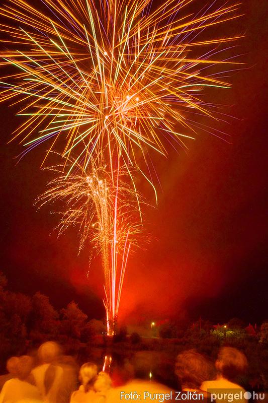Falunapi tűzijáték a Kórógy-tó felett