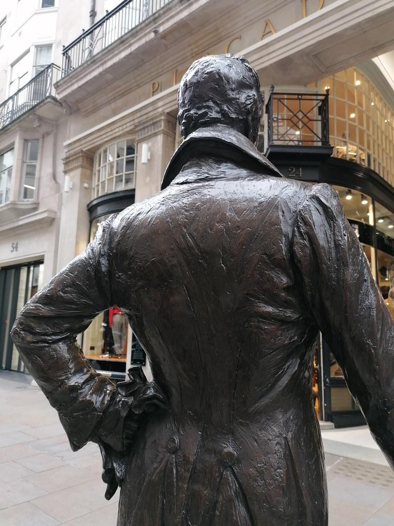 Statue of George Beau Brummell (1778-1840) (January 2020) (The Polite Tourist)