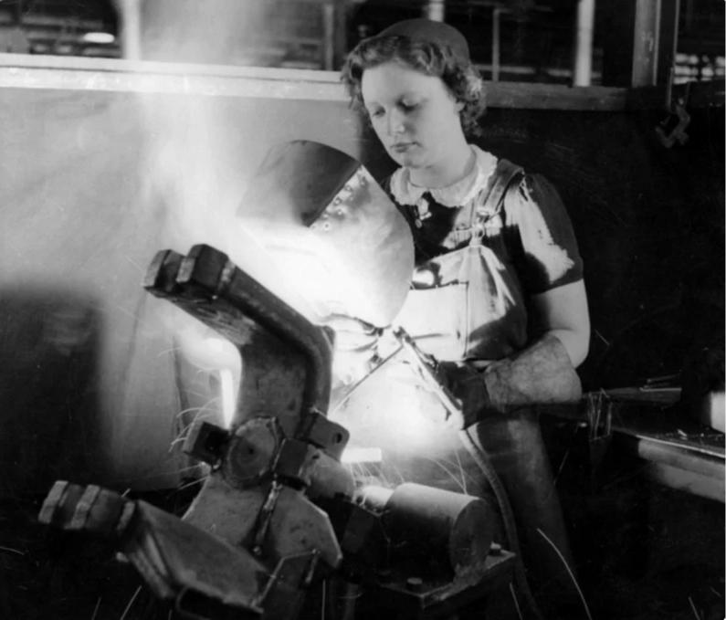Из серии «Рабочая краса или как выглядели рабочие девушки в СССР». Часть 6 45