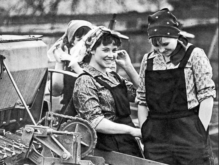 Из серии «Рабочая краса или как выглядели рабочие девушки в СССР». Часть 6 6