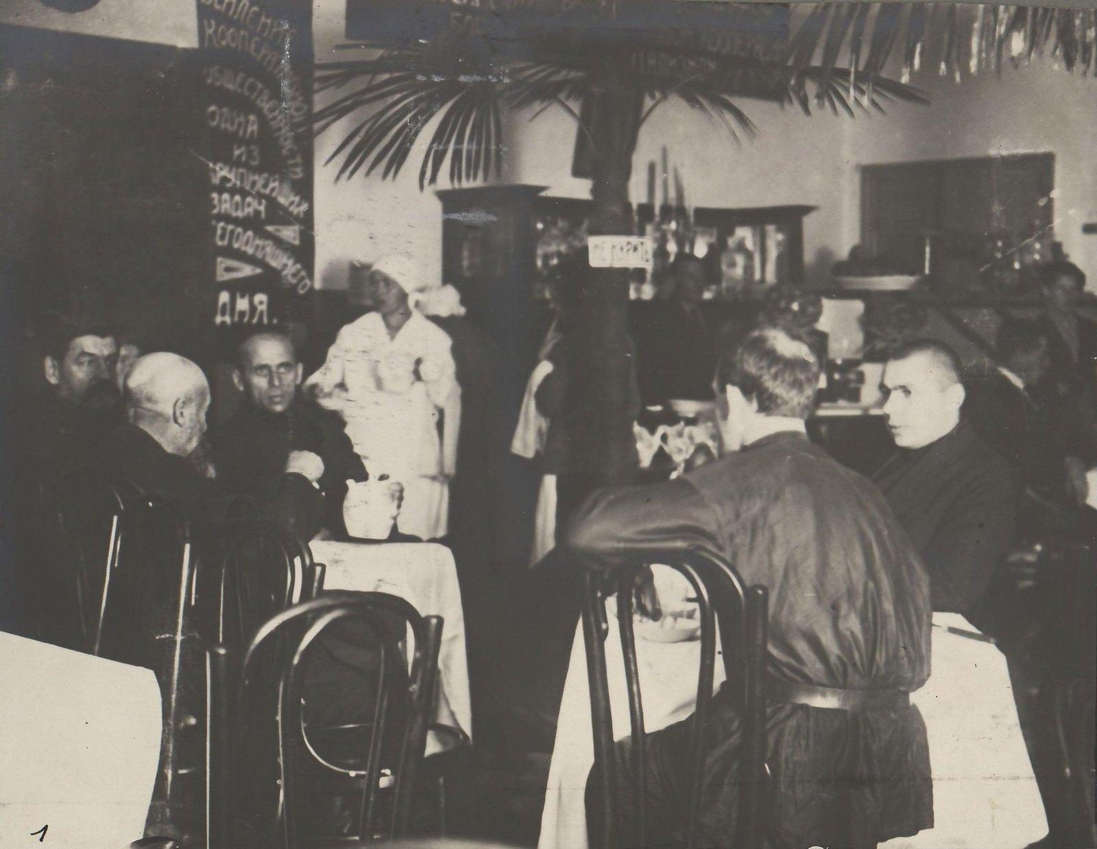 Тверь. Внутренний вид 1-й советской чайной