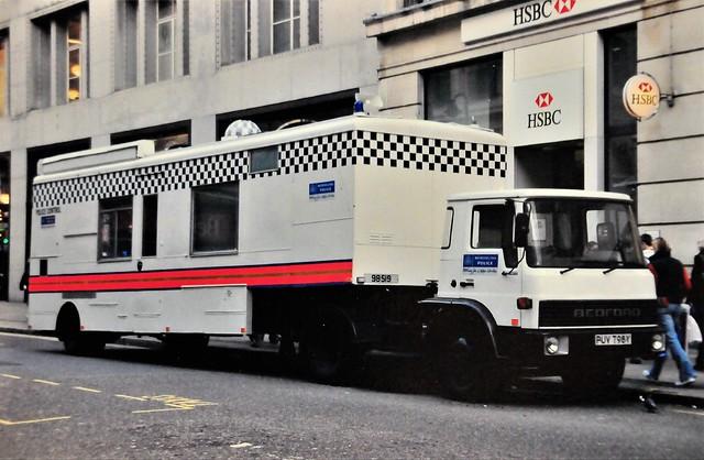 London Metropolitan Police Bedford Control Centre PUV 798Y