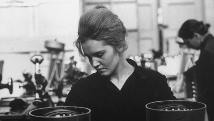 Из серии «Рабочая краса или как выглядели рабочие девушки в СССР». Часть 6 57