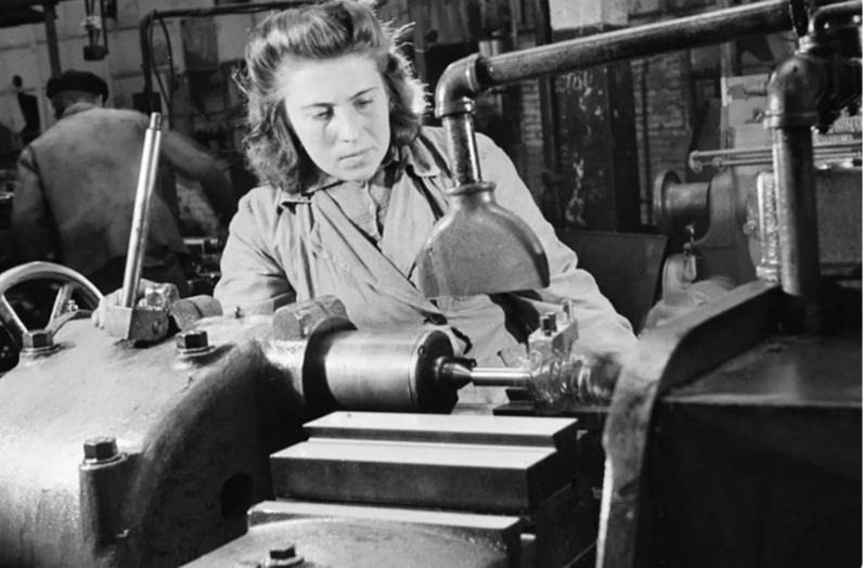 Из серии «Рабочая краса или как выглядели рабочие девушки в СССР». Часть 6 43
