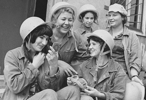 Из серии «Рабочая краса или как выглядели рабочие девушки в СССР». Часть 6 42
