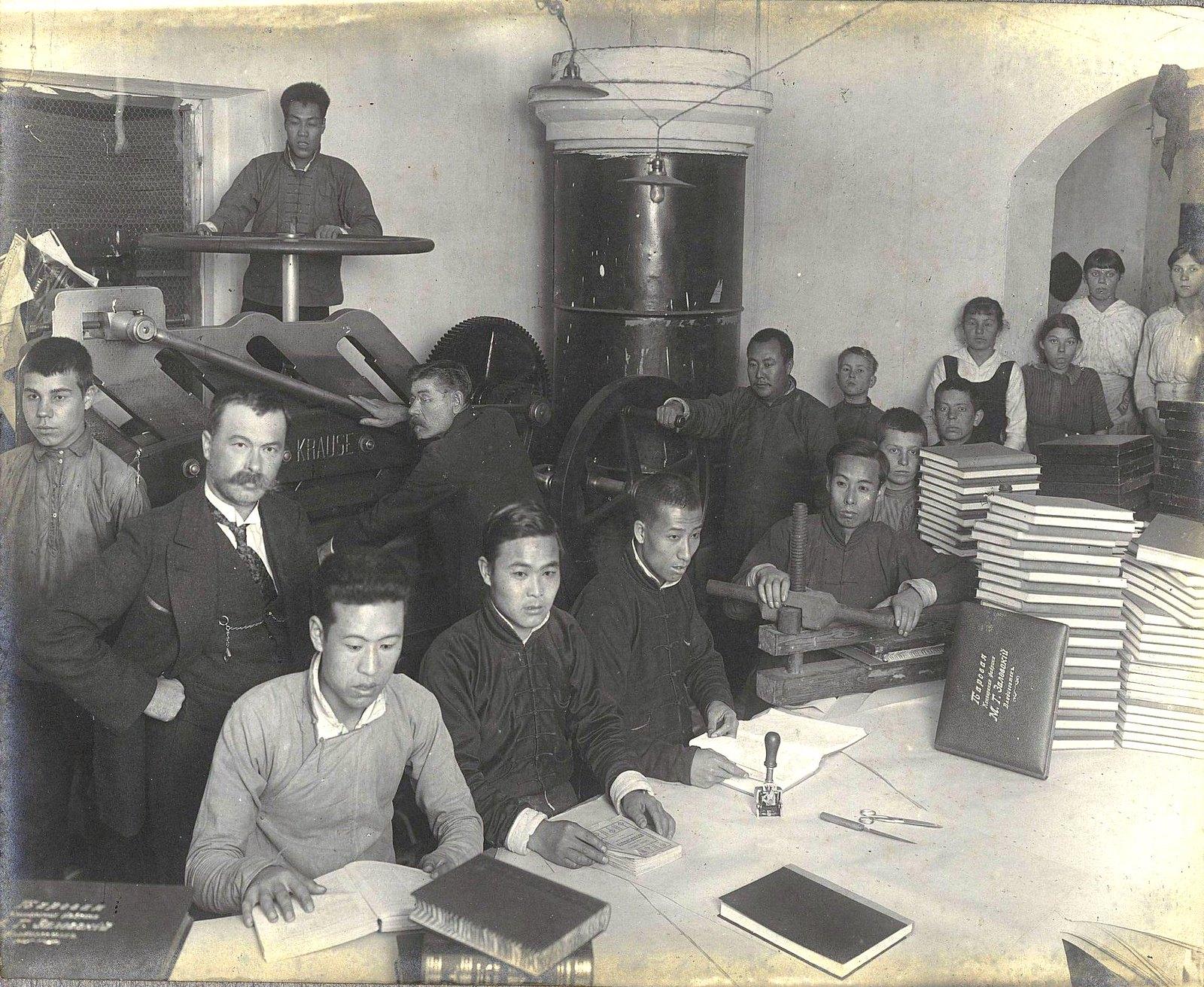 09. Рабочие и служащие печатной мастерской
