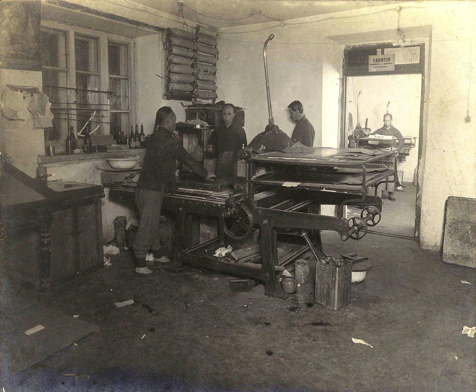 04. Рабочий момент в печатной мастерской