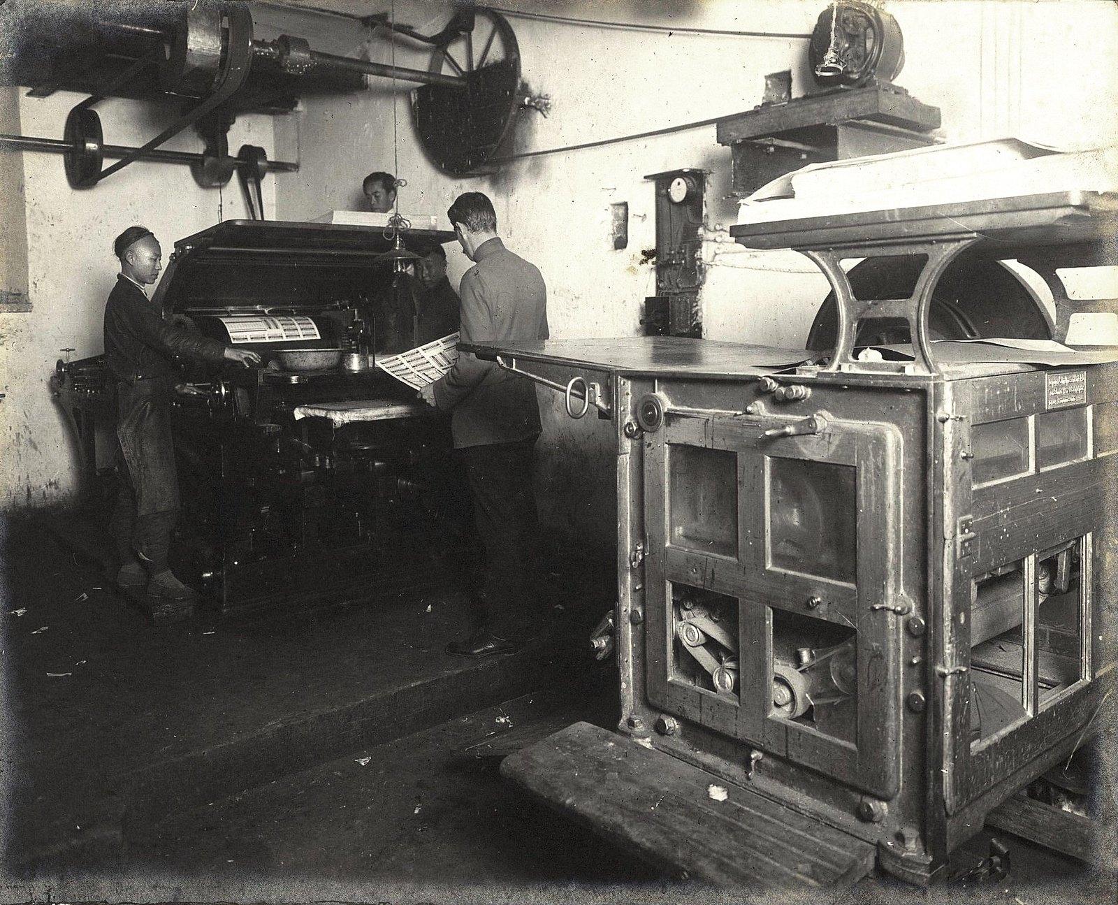 03. Рабочий момент в печатной мастерской