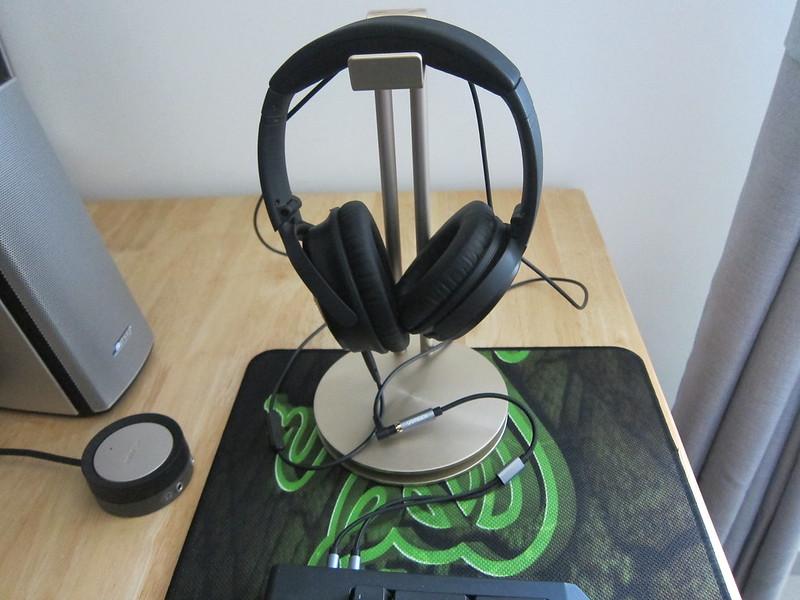 Ugreen Headphone Splitter Cable - With Headphones