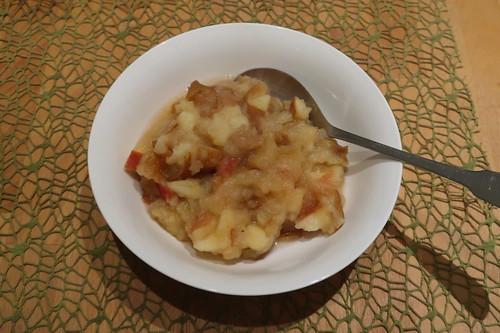 Frisch gekochtes Apfelkompott