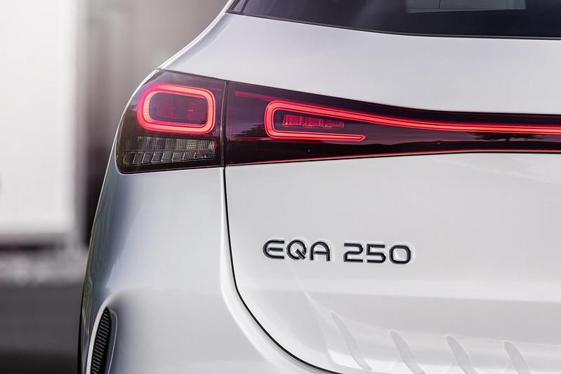 Mercedes-EQA (5)