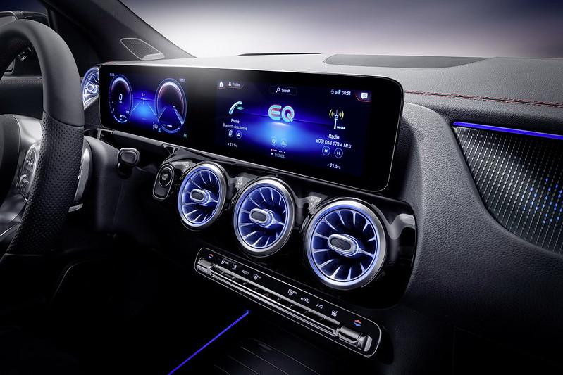 Mercedes-EQA (13)