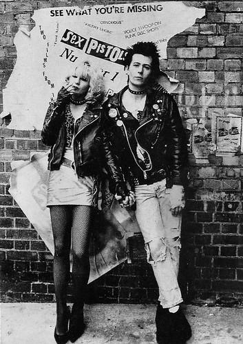 Gary Oldman and Chloe Webb in Sid and Nancy (1986)
