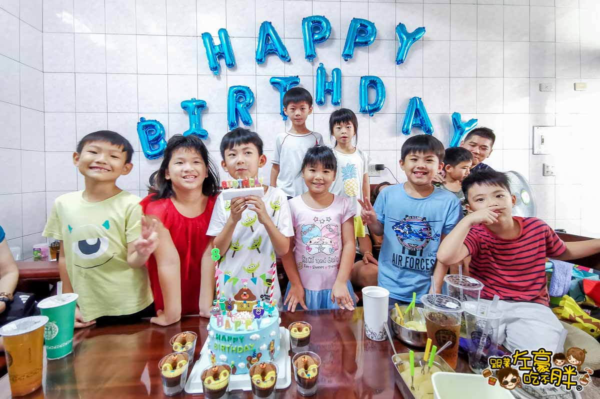 白兔朵朵造型蛋糕 高雄造型蛋糕 小泡菜生日蛋糕-13
