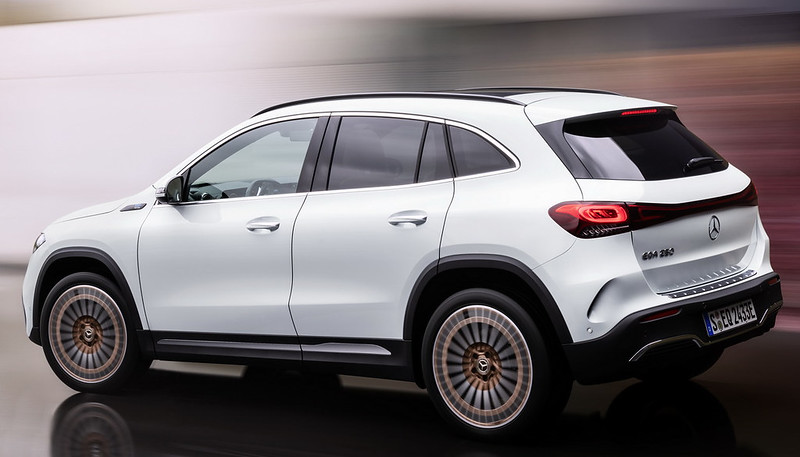 Mercedes-EQA (3)