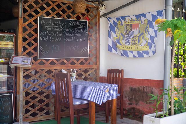 Deutsche Bäckerei und Imbiss 'Hardy's German Bakery & Cafe' mit Bayern Flagge in Phu Quoc, Vietnam