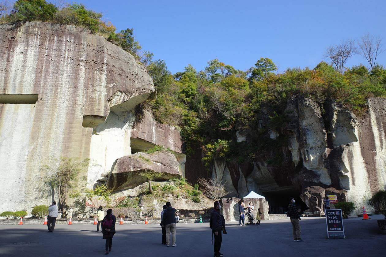 大谷資料館入口の岩壁