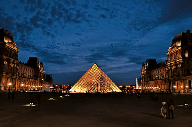 Louvre Pyramid at Blue hour (Pyramide du Louvre)