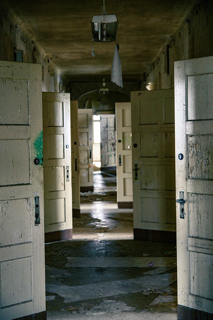 The chamber of so many doors