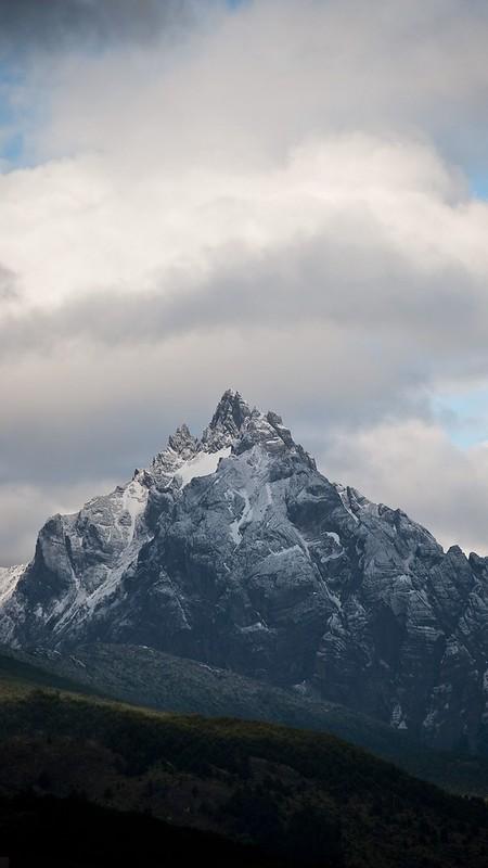 mountain_peak_clouds_146582_2160x3840