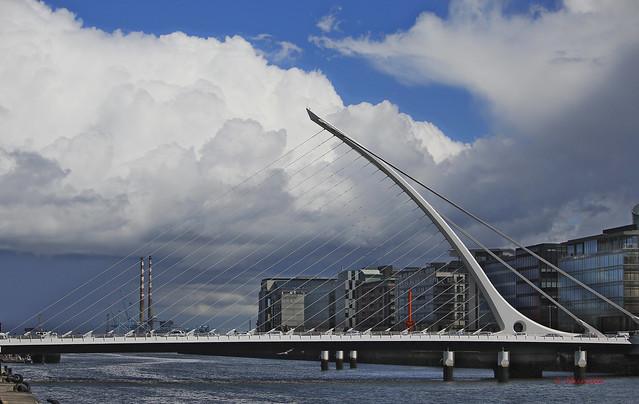 Puente sobre el Río Liffey Dublin2015 056